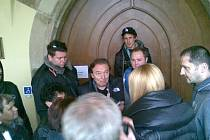 Karel Gott navštívil Mělník v říjnu roku 2012 v rámci natáčení pilotního dílu seriálu Městečko, ve kterém obsadil jednu z rolí. Mnoho mělnických občanů si tuto příležitost nenechalo ujít.