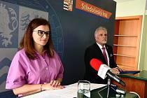 Hejtmanka Středočeského kraje Jaroslava Pokorná Jermanová (ANO) a ředitel krajského úřadu Jiří Holub.