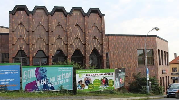 Budova z 80. let minulého století je podle některých politiků vředem na tváří města.