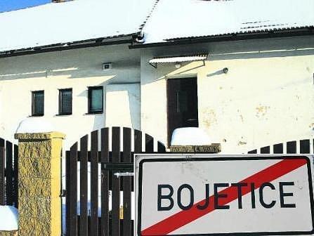 TADY SE TO STALO. V tomto domě v Bojeticích vrah stařenku v lednu brutálně ubodal.