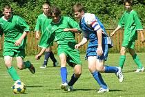 V odvetném utkání o konečné umístění porazili dorostenci Liběchova (v modrém) své vrstevníky z Horních Beřkovic 6:2.
