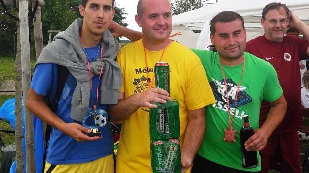 Brko Team ve složení Veselý, Škalda a Mihalík (zprava) získal prvenství na nohejbalovém turnaji ve Vavřinči.