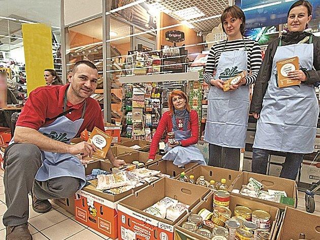 Dárci do sbírky věnovali  například o těstoviny, mouku, krabicová mléka, čaje, rýži, cukr, olej, konzervy, luštěniny, sladkosti a další potraviny.