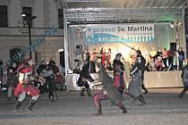 Náměstí Míru vMělníku vpátek 8. listopadu ožilo. Základní škola Jungmannovy sady totiž uspořádala již 24. ročník průvodu svatého Martina.