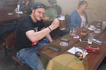 Nejen milovníci piva zavítali na třetí ročník Pivního festivalu, který se konal v sobotu na mělnickém náměstí Míru. Lahodný mok originálních chutí představilo sedmnáct malých či rodinných pivovarů.
