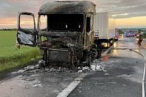 Požár kamionu na teplické dálnici D8 u Postřižína.