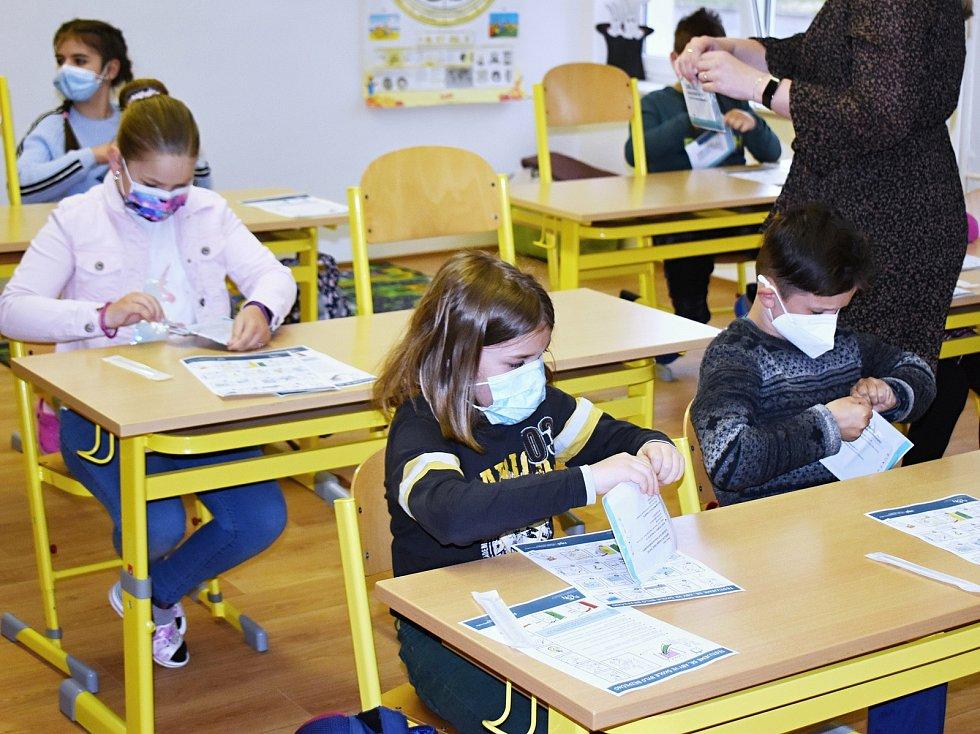 Testování dětí na covid. Ilustrační foto.