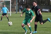 I. B třída: Tišice (v zeleném) - FC Mělník (1:6)