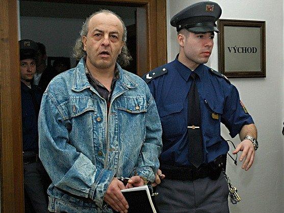 Vraždu důchodkyně a znásilnění jiné nemám na svědomí, tvrdí od svého zadržení obžalovaný Ján Kasan.