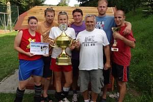 VÍTĚZOVÉ 12. ročníku volejbalového turnaje smíšených družstev v Dolanech – tým Restaurace U Jíšů.