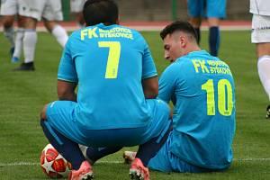 Fotbalisté Neratovic (v modrém) porazili ve druhém kole Fortuna divize B SK Kladno 2:1.