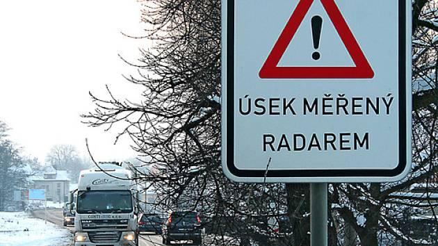 Radar  už rychlost aut v ulici Na Malém Spořilově  neměří. Měřicí zařízení je od začátku roku nefunkční a v brzké době by mělo z místa zmizet úplně.