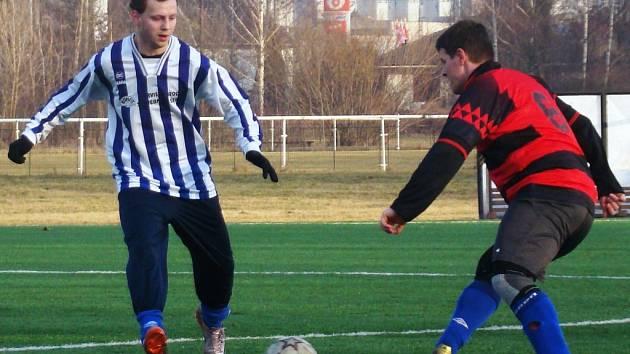 TJ Řepín (v modrém) - Bezno; přípravné utkání na UMT Mělník; 21. února 2015
