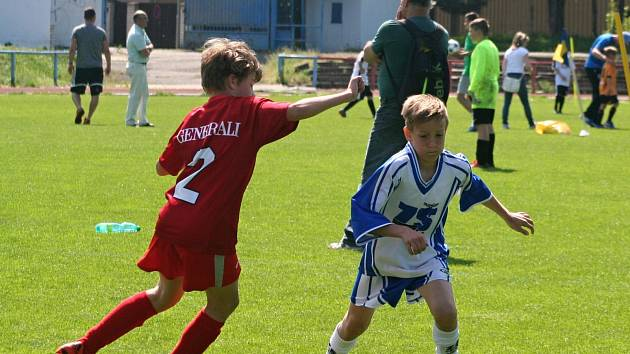 Dvanáct škol bojovalo v Neratovicích o finále McDonald's Cupu.