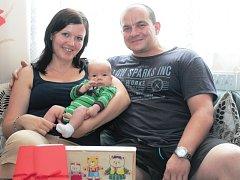 Malý Šimon Groh se svou maminkou Marií Mikovou a tatínkem Jaroslavem Grohem.