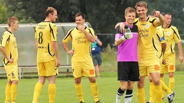 Sokol Ovčáry (ve žlutém) - AFK Semice; 5. kolo středočeského přeboru; 6. září 2014