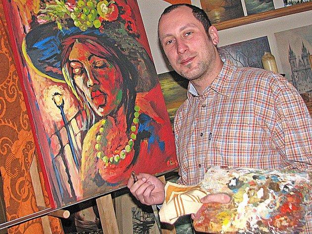 Malíř Petr Polášek v ateliéru ve Vysoké Libni se svým obrazem Dáma v klobouku.