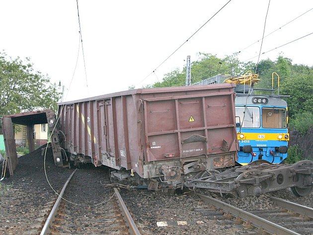 V Liběchově vykolejil nákladní vlak.