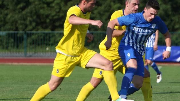 Fotbalisté Neratovic (ve žlutém) prohráli v České Lípě 0:1.