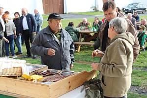 Novou prodejnu masa ze zvěřiny otevřeli v pátek odpoledne v Lesním závodu Maxmilián v Hostíně u Byšic na Mělnicku.