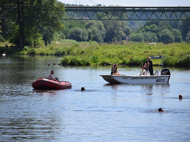Memoriál Jiřího Vachalce má za sebou už pátý ročník. Plavecký závod v řece Vltavě nese druhé jméno Kralupský kilometr.