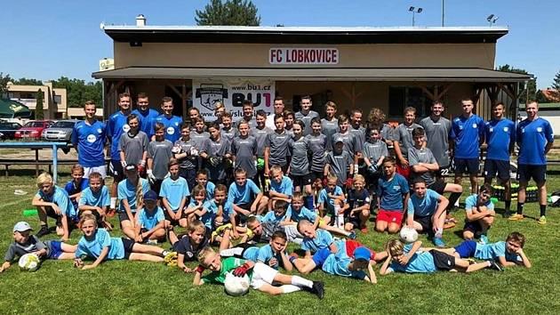 Účastníci letního kempu Fotbalové školy Denyse Luksíka