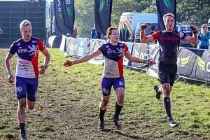 Zástupci kralupských Gladiators Vendula Soukupová, Michal Mikšovský a Jiří Cimler na mistrovství světa v OCR (Obstacle course race) v Londýně.