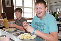Losos k obědu? V Obříství žádný problém. Ale více dětem chutnala jahodová polévka.