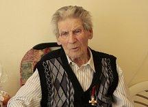 Za svůj život byl Vojtěch Cimbolinec vším možným, ale vzpomíná na práci v obchodním domě někdy po válce. Mimo jiné prodával i alkohol a viděl, co alkohol s lidmi dokáže, proto jej nemá rád.