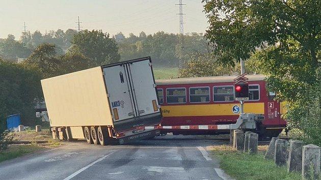 Dopravní nehoda na železničním přejezdu u Kralup nad Vltavou.