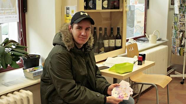 V Turistickém informačním centru Mělník byl v pondělí 16. prosince v 9 hodin zahájen prodej mělnické suvenýrové eurobankovky.