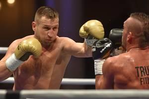 LUBOŠ ŠUDA (vlevo) ve svém posledním zápase porazil poděbradského Daniela Vencla.