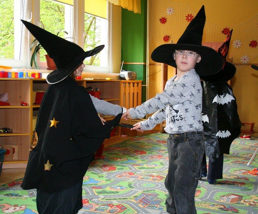 V mateřské školce Motýlek v Mělníku se proháněli malí čarodějové a čarodějnice