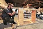 Výroba stolku do koupelny z odřezků překližky.