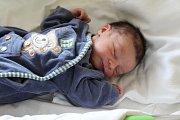 ONDŘEJ Zvelebil se rodičům Sandře Fiedlerové a Františku Zvelebilovi z Kel narodil v mělnické porodnici 10. dubna 2017, vážil 3,03 kg a měřil 50 cm.