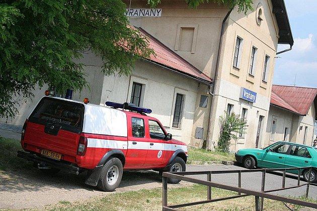 Nádraží ve Vraňanech tři hodiny po tragédii, kdy tam dívenku usmrtil vlak.