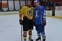 Mělnický Petr Litera v utkání s Kralupy nastoupil proti svému mladšímu bratrovi Davidovi.