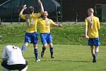 Fotbalisté Hořína (ve žlutém) porazili v 16. kole okresního přeboru Mšeno 3:1.