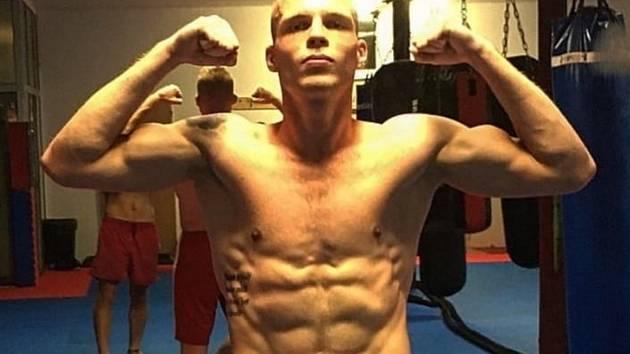 Bojovník Muay Thai Matěj Kozubovský z Kralup
