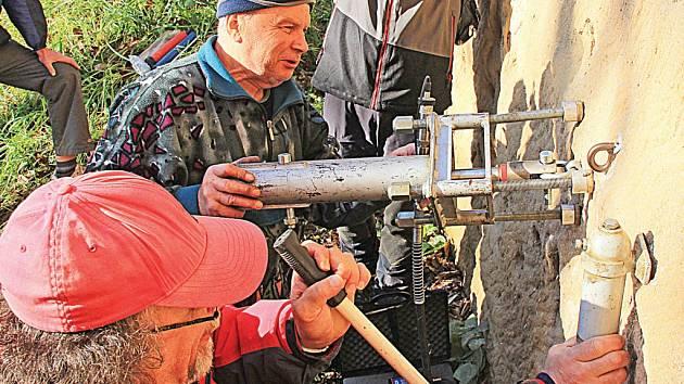 Horolezci testovali kvalitu kruhů a borháků.