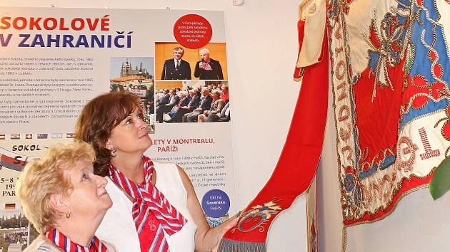 """V městském muzeu v Kralupech se vernisáž výstavy s názvem """"Sokolové republice - Sokol dříve a dnes""""."""