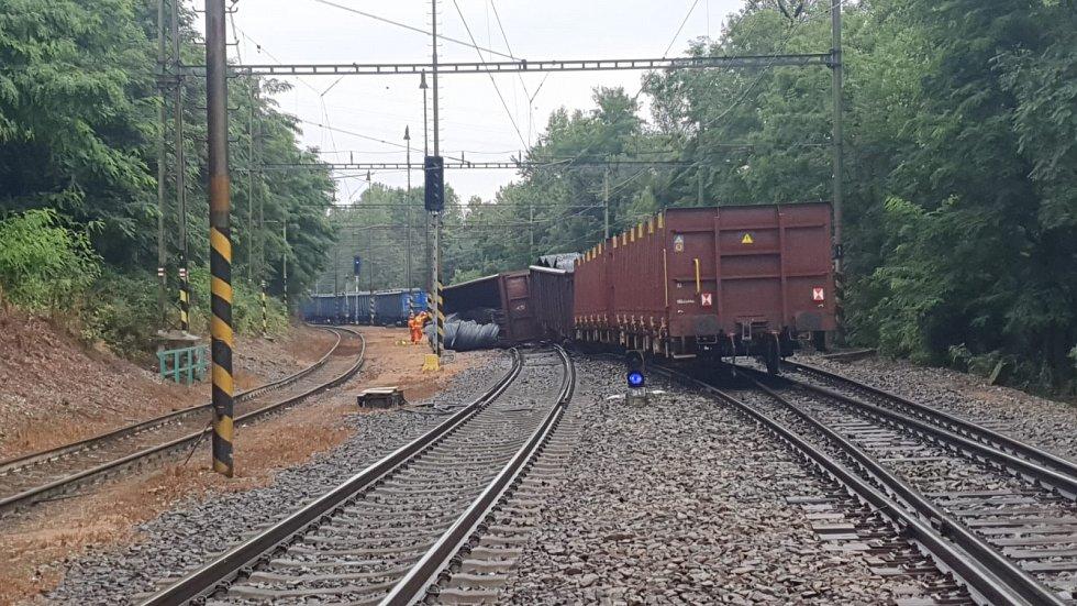 U Kralup nad Vltavou vykolejil nákladní vlak.
