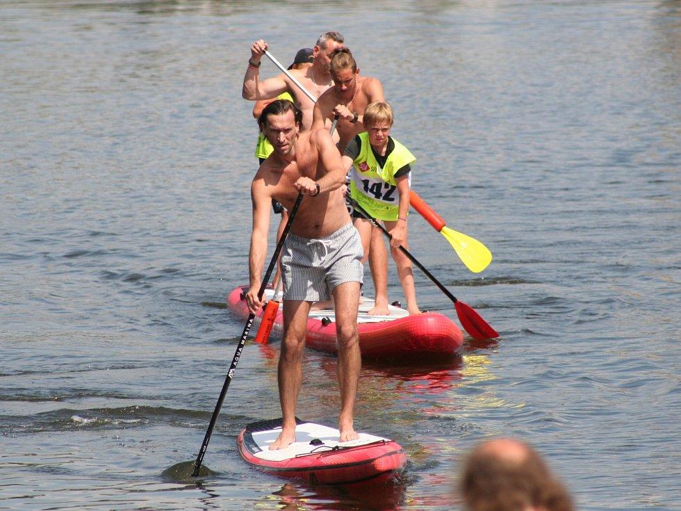 Závody paddleboardech v Neratovicích