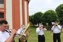 O víkendu se poprvé uskutečnil projekt obnovy tradice Svatodušní pouti ke kostelu sv. Ducha na viniční hoře v Liběchově.
