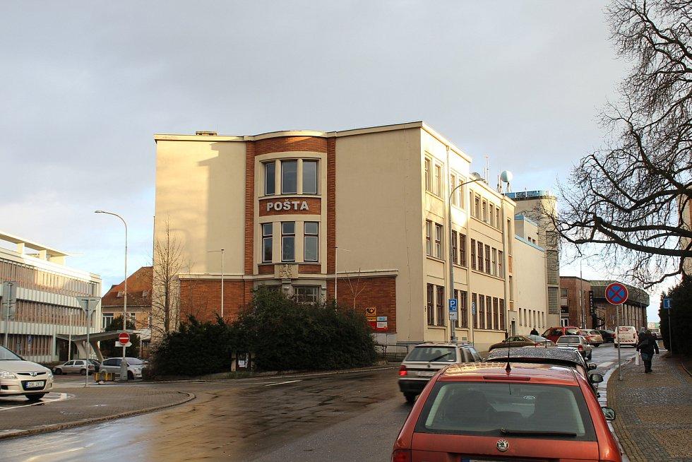 Dnešní pohled na budovu a okolí - únor 2020.