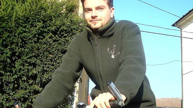 Mšenská radnice koupila místo auta dvě kola. Služební bicykl má k dispozici i Michal Kazda.