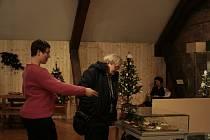 Vánoční čas je možné si prodloužit na výstavě Vánoční ozdoby, která je instalovaná ve velkém sále Regionálního muzea Mělník a trvá do neděle 7. ledna.