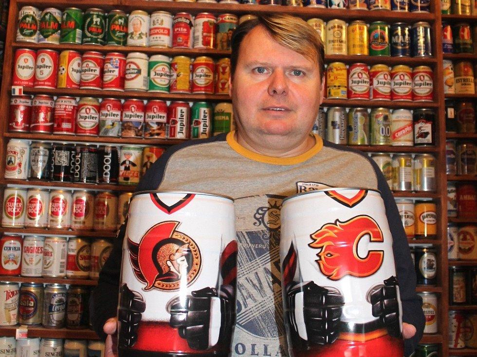 Petr Slanina sbírá třetinkové plechovky od piva a pětilitrové soudky.