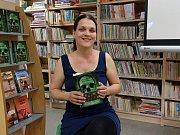Česká spisovatelka Hana Hindráková zakončila své turné autorského čtení v městské knihovně v Odoleně Vodě.