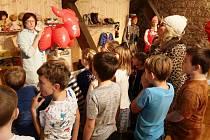 Netradiční projekty pro školy připravilo mělnické muzeum na výstavě Vánoce 70. a 80. let.